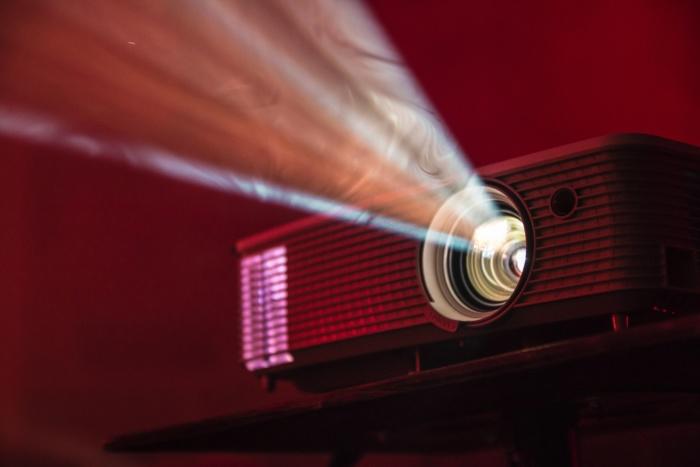 La mejor distancia proyector a la pantalla - Distancia de tiro y posicionamiento
